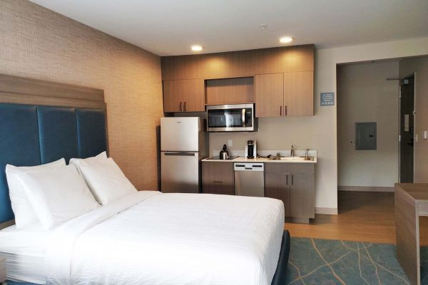 King Bed Hotel Room with Kitchenette - Anacortes